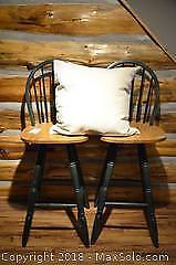 2 Swiveling Wooden Bar Chairs B
