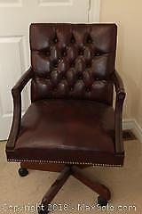 Swivel Desk Chair. B