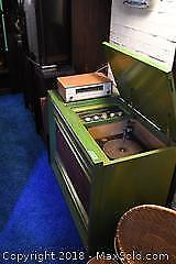 Vintage Stereo Cabinet, Radio And Globe - C