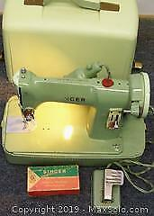 UNUSUAL VINTAGE GREEN HUED SINGER MODEL 185J SEWING MACHINE W/ ACCESSORIES RUNNING CONDITION