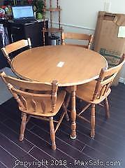 SOLID WOOD KITCHEN TABLE WITH FOUR CHAIRS & TWO LEAFS-C