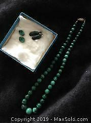 Mhttp://photos.youbidlocal.com//14400_Cowan_Toronto/72-1.jpgalachite Bead Necklace With 2 Sets Of Earrings A