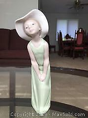 Lladro Figurine of a Girl A