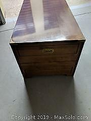 Pair of Night stands beautiful design pick up Cat A