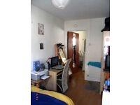 2-bedroom Upper House Flat, Gloucester Road, Horfield: BS7 8NZ: