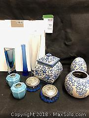 Collection of blue and white ceramic and glassware B