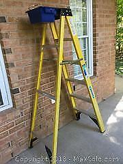 Werner 6 Foot Grade 2 Step Ladder with Bucket