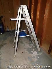 Aluminum Step Ladder A