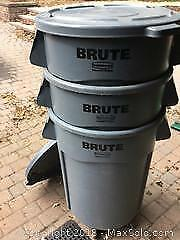 Rubbermaid Brute Commercial Bins