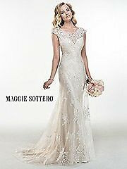 Beautiful Maggie Sottero ivory wedding dress, size 10-12