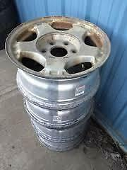 FOUR CHEV/GM/OTHER 15'' 6 BOLT HOLEALLOY RIMS/ WITH CENTRE CAPS