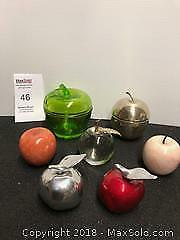 Lot of apples - glass, marble, silver plate, aluminum, plastic. B