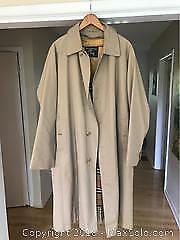 Burberry Trench coat Size 44L