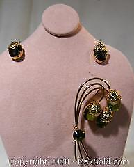 Costume jewellery, stamped SARAH COV(entry) MADE IN CANADA, exquisite vintage BROOCH / PIN and EARRINGS set.