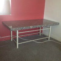 Table basse recouverte en marbre