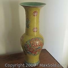 Very nice Chinese dragons large hand painted porcelain vase.