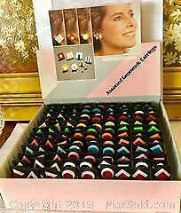 108 PAIRS OF VINTAGE, VIVIDLY COLOURED, PLASTIC, GEOMETRIC, PIERCED EARRINGS IN COUNTER DISPLAY CASE