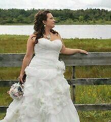 Wedding dress size 10-14 / Robe de mariée