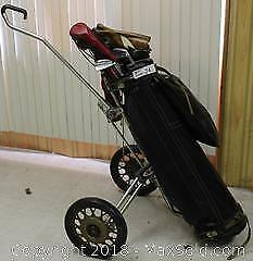 "Men's Golf Bag & Clubs with Wood ProtectorsPick up in Time-slot ""A"""