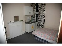 Bedsit near to crouch end. share bathrooms