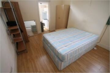 self contained studio available- Kings cross/Islington