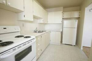 YONGE/EGLINTON 1BR WITH 2BALCONIES &WALK-IN CLOSET CENTRAL A/C