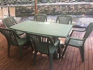 Outdoor table and chairs -  extension table & 7 chairs