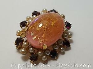 Vintage gold pink coloured Brooch with Pearls and rose pink rhinestones