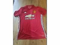 Manchester United FC Adidas football t-shirt size large worn once...