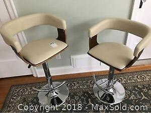 Retro Looking Adjustable Stools