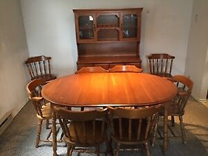Dining Room Set Maple, 8 Chairs, Hutch & Buffet