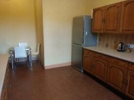 ROOMS TO LET IN QUIET FLAT WOODLANDS FULLY LICENSED FREE WI FI