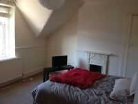Short Term Let - Double Room in House-Share