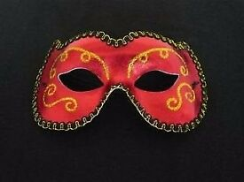 HALLOWEEN: STUNNING RED AND GOLD MASQUERADE BALL MASK