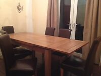 Immaculate Oakland Furniture Dorset extendable table in solid oak and 6 Braced Scroll-Backed chairs