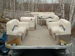 21' Sun Tracker Party Barge Pontoon Boat