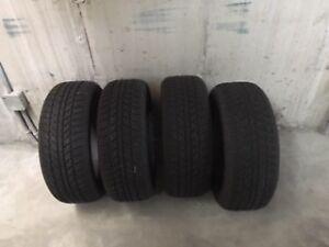 4 pneus neufs d'hiver