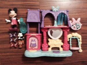 Minnie Mouse Pampering Pet Salon