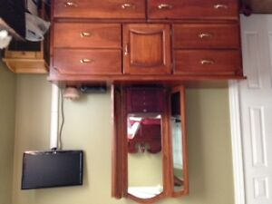 Triple Mirror, large bedroom Dresser, excellent condition
