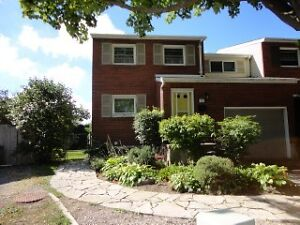Steps from St. Lawrence College! Well-kept 6 bedroom home