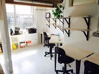 Desk available in a light and friendly studio (all bills included) - Dalston