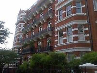 EARLS COURT VERY LARGE 3 DOUBLE BED FLAT
