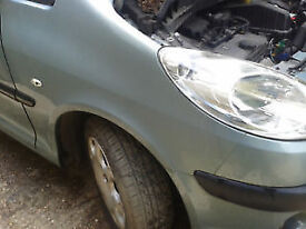 ZAFIRA WING IN SILVER Breaking for parts in GATWICK