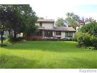MINS AWAY FROM UofM 3BD/2.5BTH BACKING ONTO FORREST