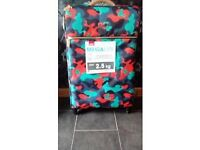 BRAND NEW LARGE IT LIGHTWEIGHT SUITCASE WITH 4 WHEELS IDEAL CHRISTMAS PRESENT