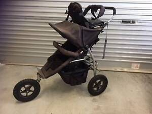 3 wheel black pram with toddler seat Wembley Downs Stirling Area Preview