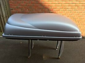 Toyota Auris roof box and rack