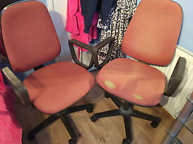 2x COMPUTER CHAIRS WITH ARM RESTS