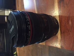 Canon zoom lens EF 24-105 mm 1:4 with red ring