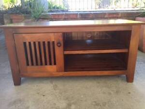 BEAUTIFUL TIMBER TV UNIT Elanora Heights Pittwater Area Preview